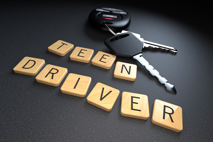 Teen driver wooden letters with car keys and key fob