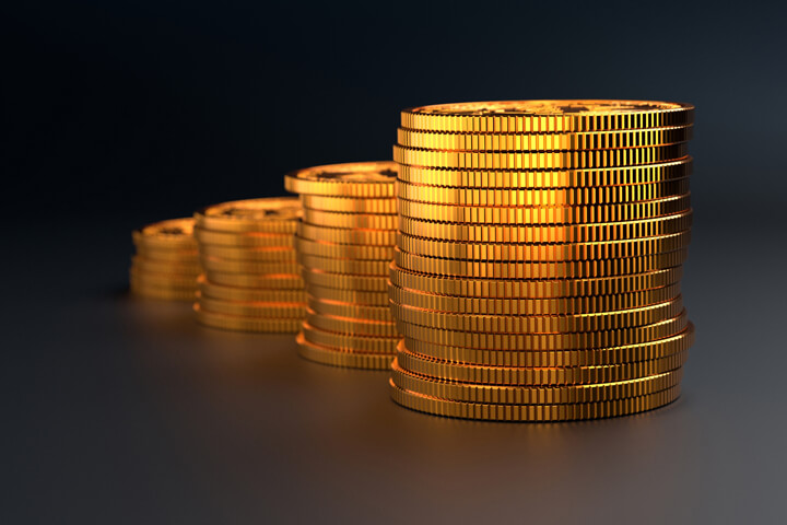 Column chart stack of gold coins on dark background showing value increase or compound interest