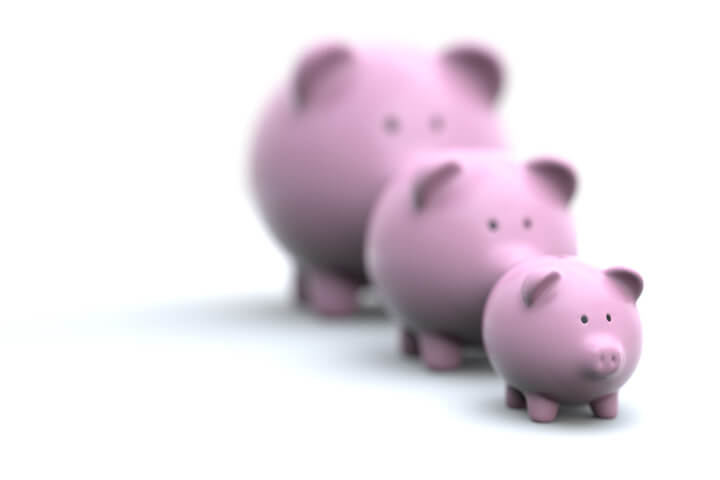 Three pink piggy banks of different sizes representing different investment choices and returns